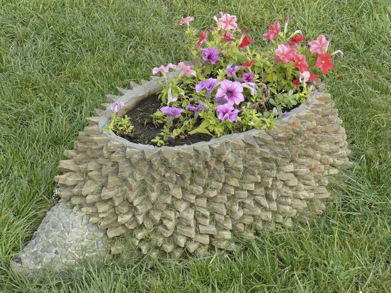 Каменная клумба на даче