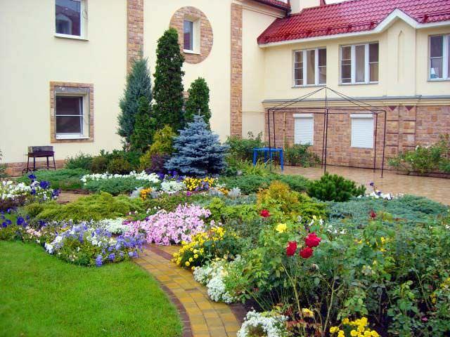 Ландшафтный дизайн загородного дома фото