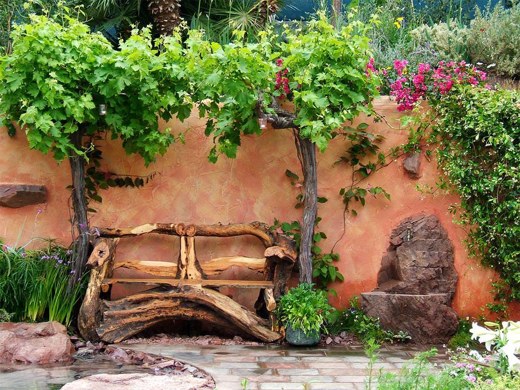 Как украсить загородный дом?