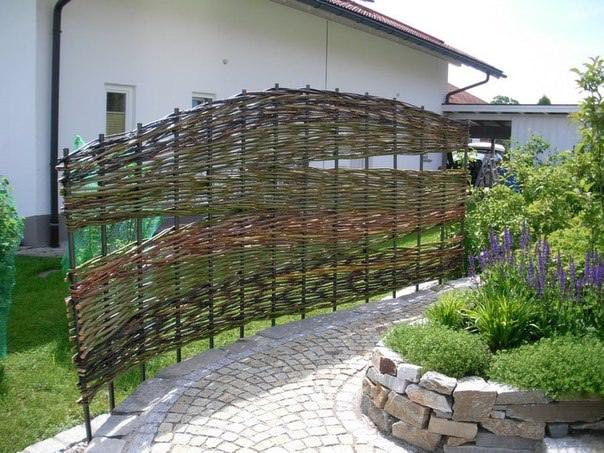 Декоративный забор на приусадебном участке