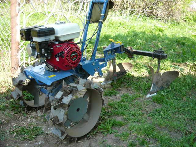 Мотоблок –более тяжелый и мощный агрегат