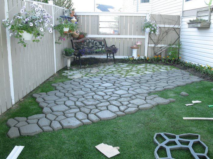Садовое мощение бетонной плиткой