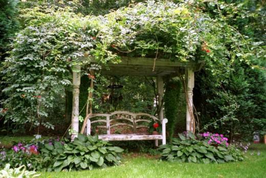 Русский приусадебный сад с домом