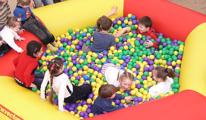 Надувной бассейн с шариками для дома