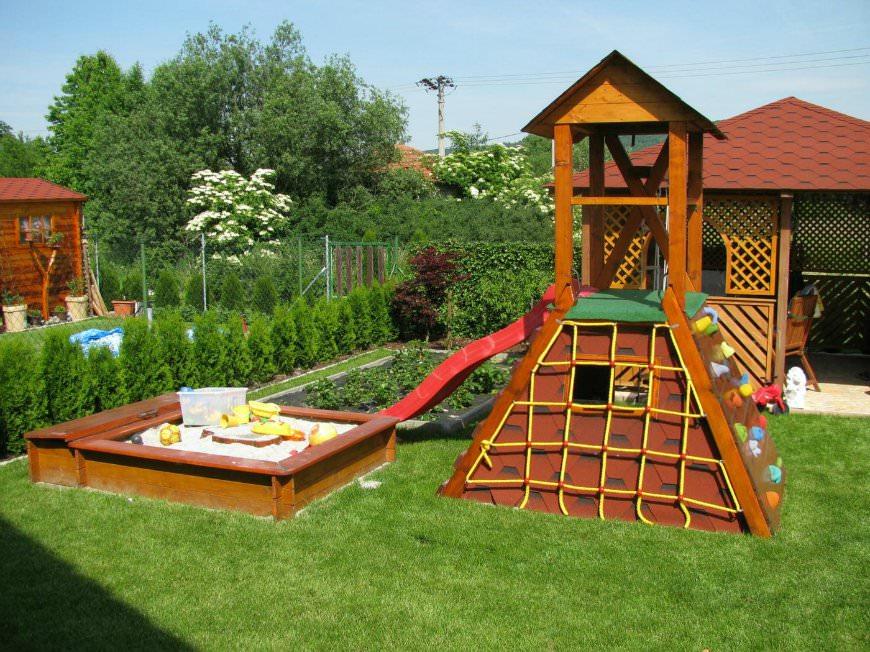Строим детскую площадку своими руками: 50 оригинальных и 86