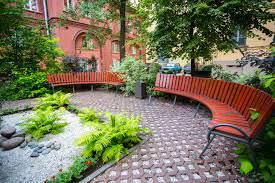 Садовое мощение является хорошим дополнением ландшафтного дизайна