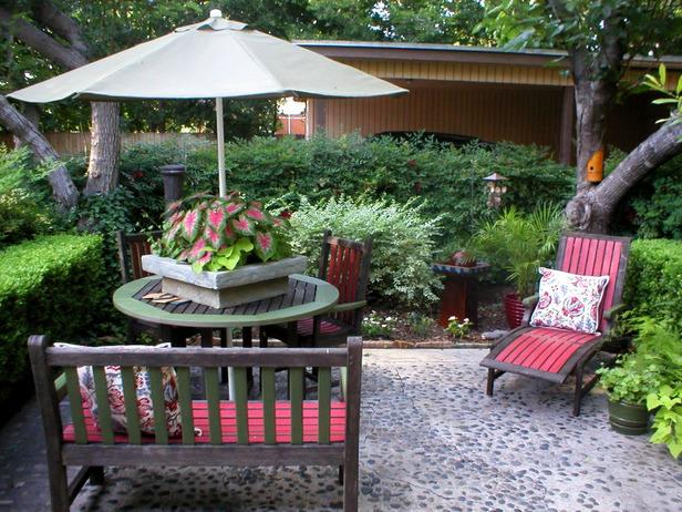 Патио на газоне