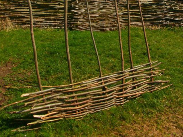 Плетеная изгородь фото