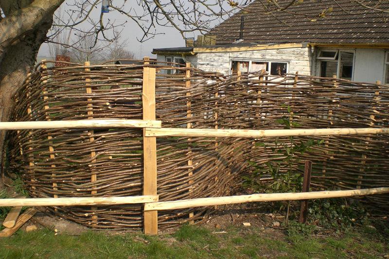Как своими руками сделать забор на даче 63