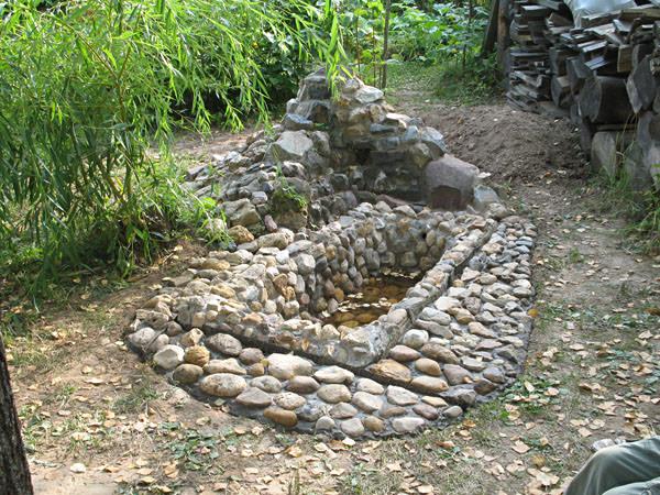Отделка старой ванны камнем на даче
