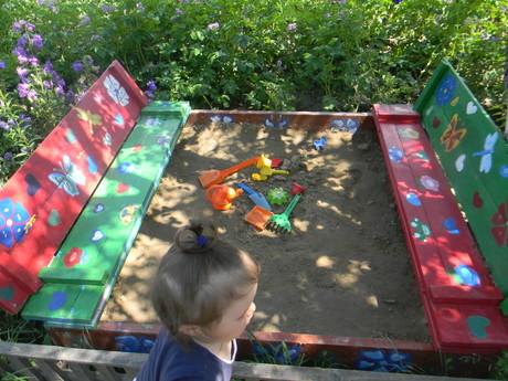 Как раскрасить детскую песочницу?