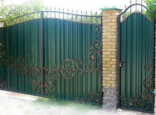 Красивые ворота из профнастила фото