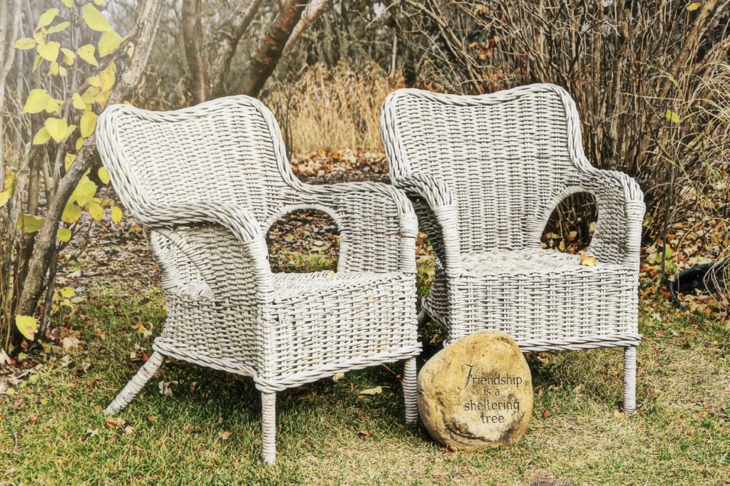 Плетеный стул для сада