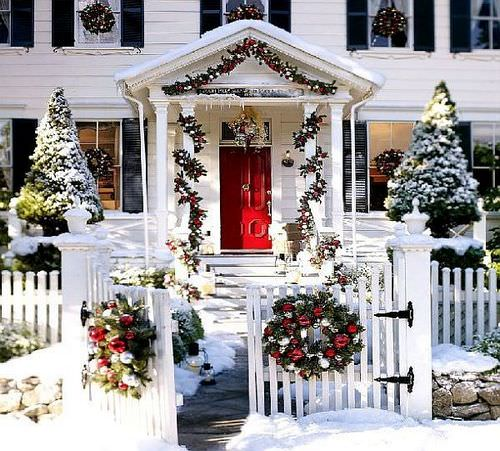 Как украсить двор на новый год?