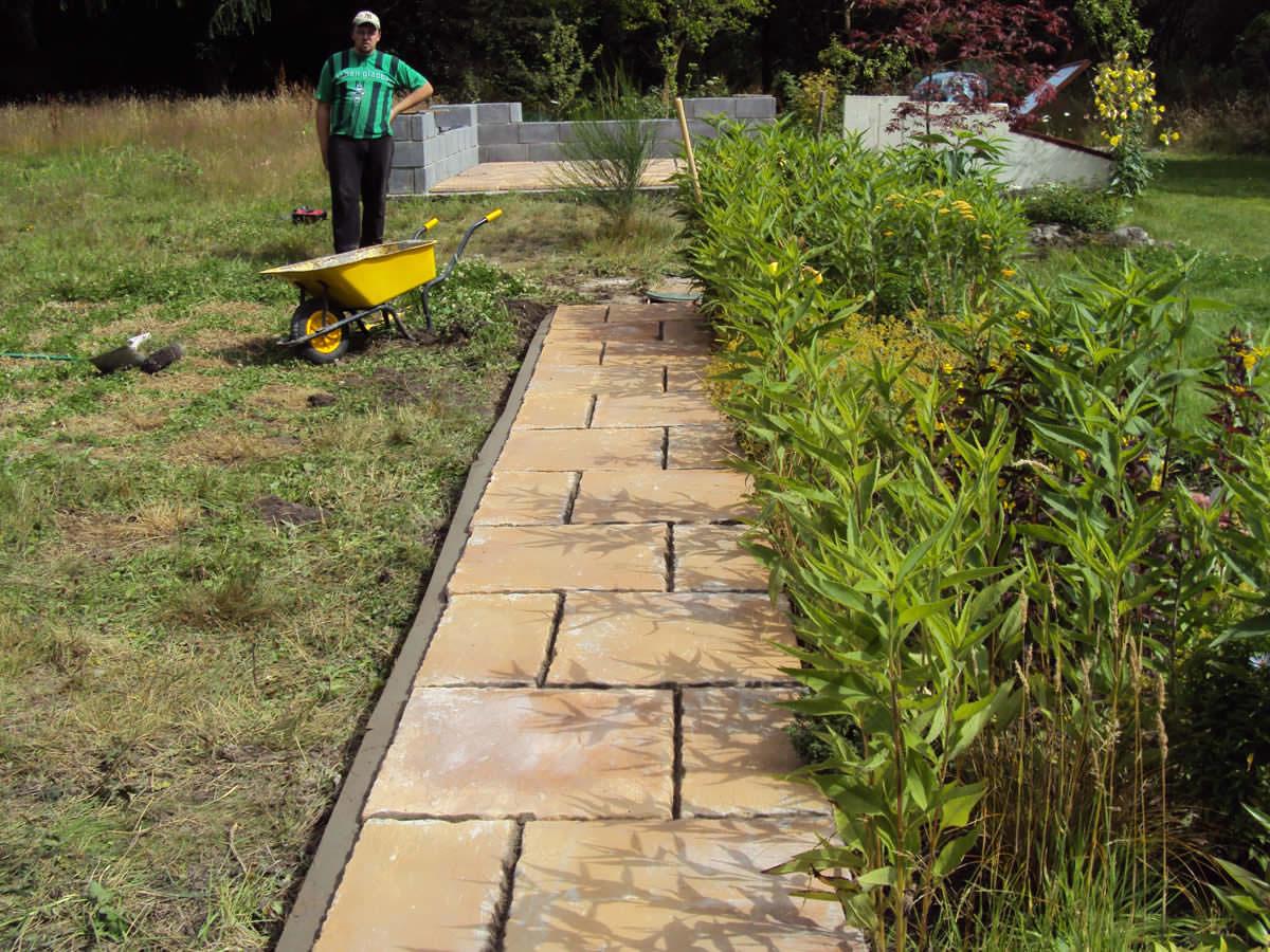 Как устроить садовые дорожки