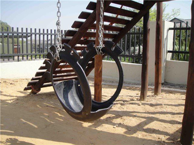Качели из колес для детской площадки