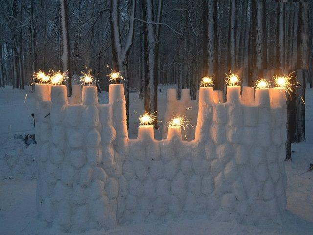 Как украсить снежный дом базу?