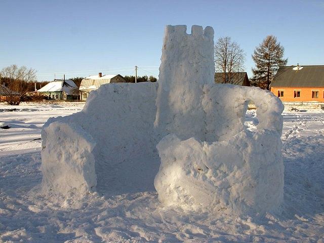 База из снега