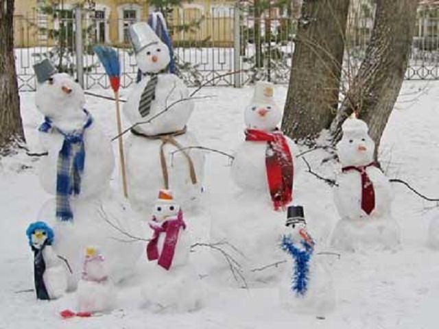 Снежные фигуры обезьяны