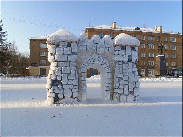 Как сделать крутую снежную базу?