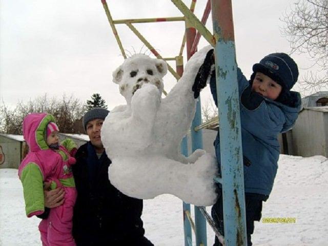 Как слепить обезьяну из снега поэтапно?