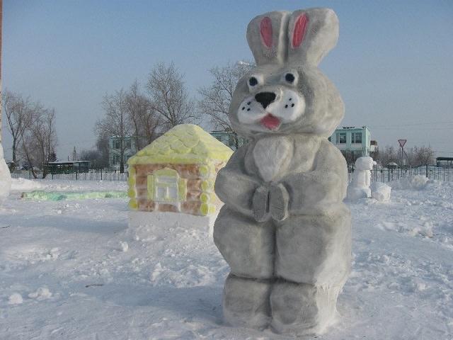 Как и чем покрасить снежную поделку?
