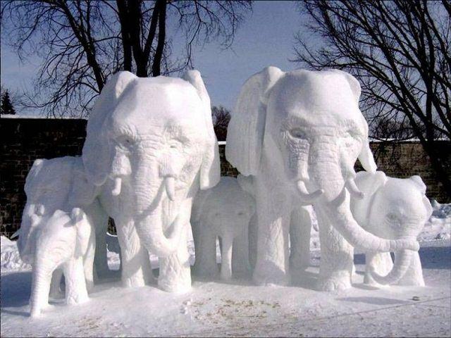 Лепим из снега в детском саду