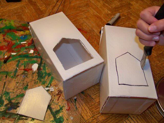 Кормушка для птиц из коробки своими руками фото