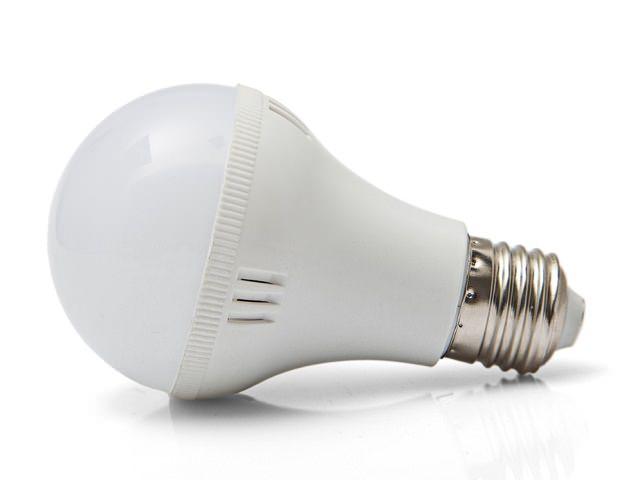 LED-лампа лежит