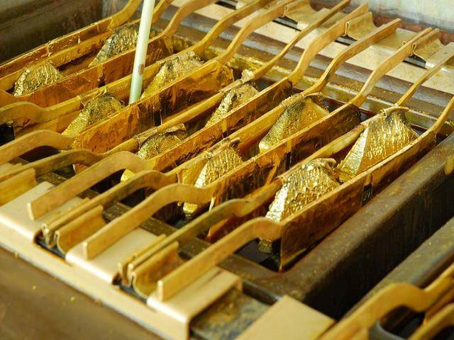 Много маленьких слитков аффинированного золота