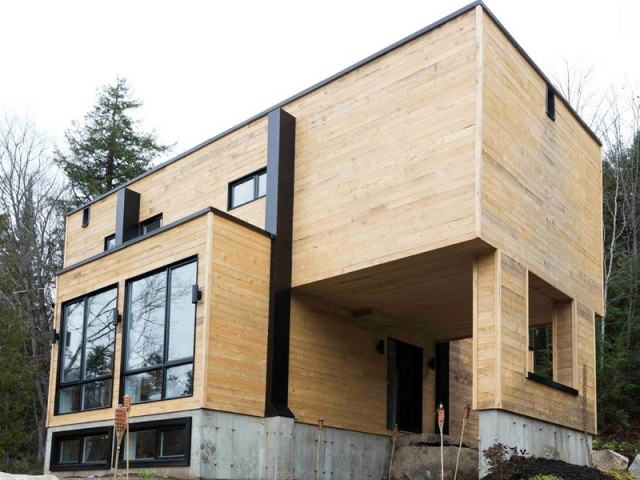Дом с деревянной отделкой