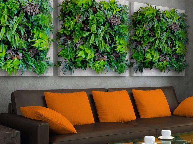 Вертикальное озеленение Flowall в гостиной
