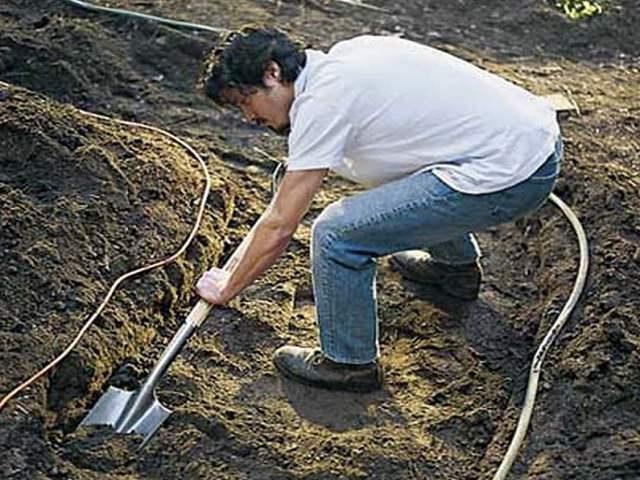 Изготовление котлована для дорожки из гравия на даче своими руками