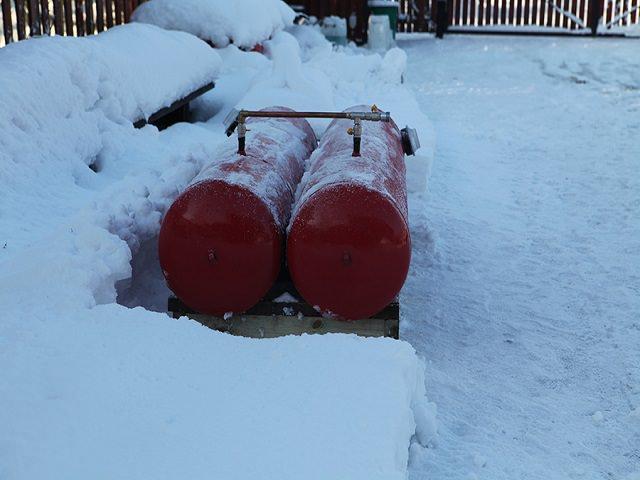 Два мини газгольдера зимой