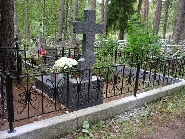 Кладбище оградки