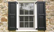 Окно с деревянными ставнями