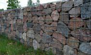 Забор из габионов на даче