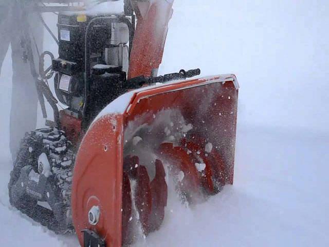 техника для уборки снега на колесах