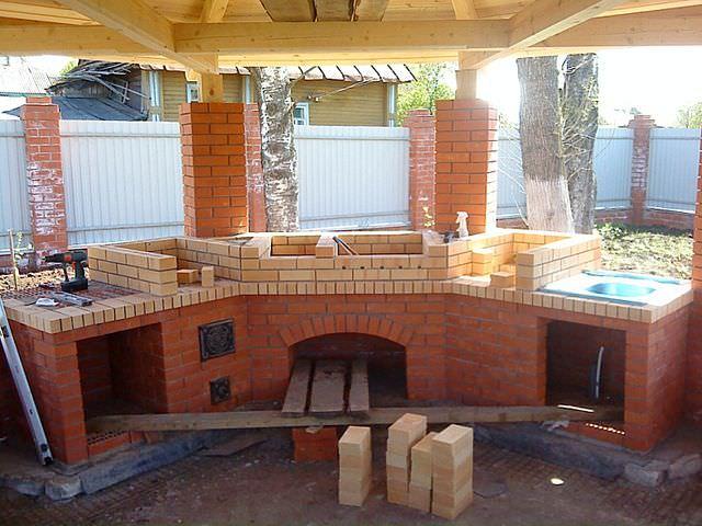 строительство мангала-барбекю из кирпича