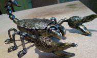 Скорпион выкованный из металла