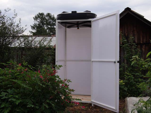 современная душевая кабинка для дачи