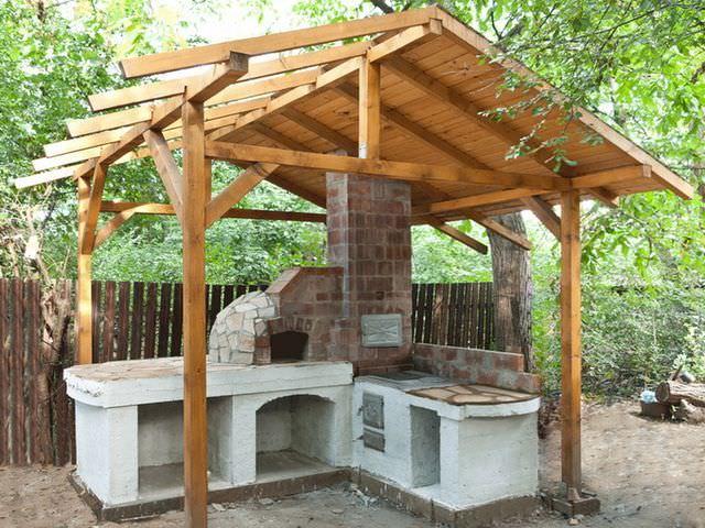 барбекю с деревянной крышей