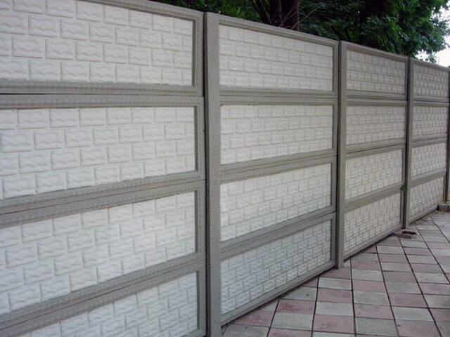 Монолитный забор из бетона