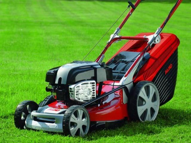 Транспортное средство для стрижки газона