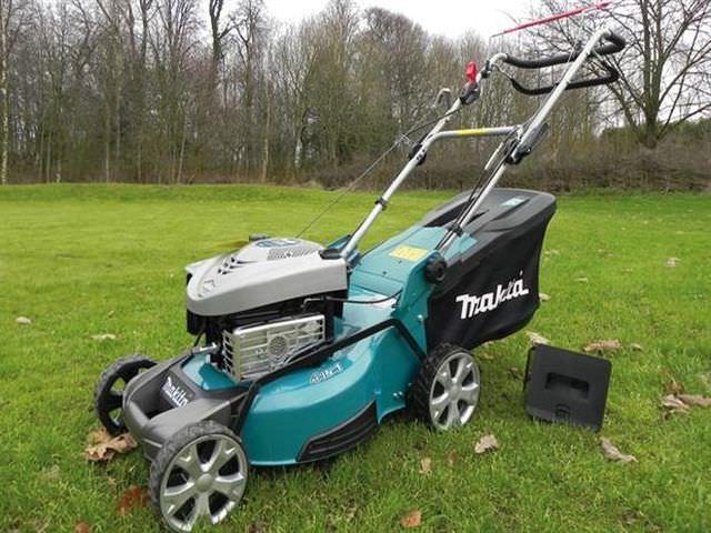 Самоходная машина для участка Makita