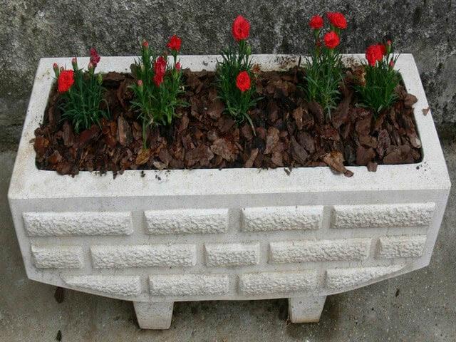 Уличные вазоны из бетона