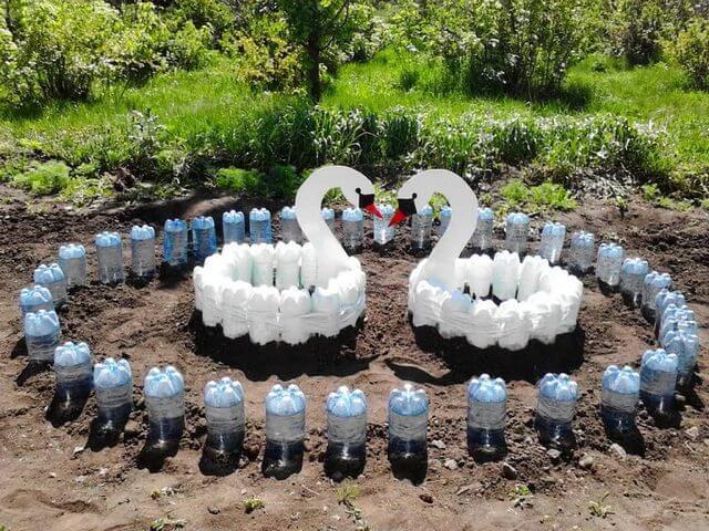 Лебеди из бутылок